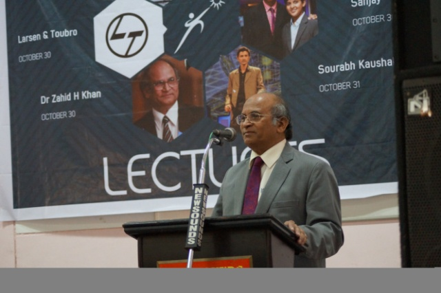 Zahid H. Khan delivering a lecture at Tathva'15, NIT Calicut, Kerala. Credit: Tathva'15.